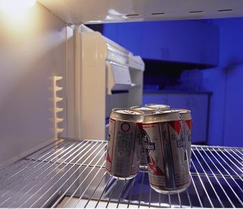 危险!高温天冰箱里放啤酒一定要小心!