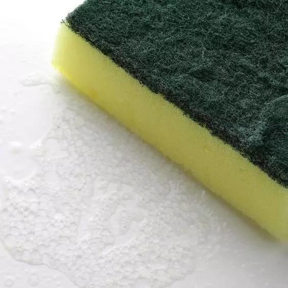 洗衣服时不小心把卫生纸洗了怎么办?