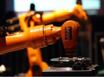 工业机器人跑入车间 上半年产量激增52%