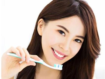 流言揭秘:电动牙刷真的比手动牙刷更好?