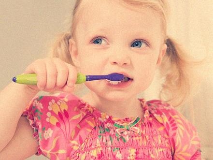 爱干净勤刷牙竟然刷出病,刷牙也要讲技巧