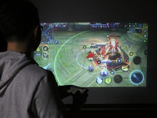 嫌弃液晶电视 玩游戏该买啥家用投影?