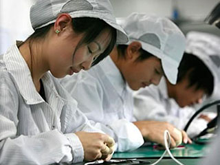 富士康公布东芝芯片竞购方案:苹果持股20%