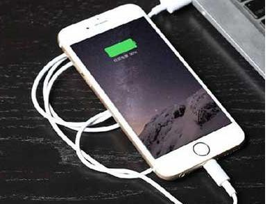 我国首创磁吸充电—— 变革手机续航方式