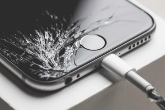 苹果美国大幅上调手机售后质保维修费