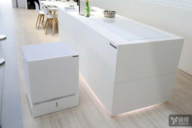 宅男神器:松下推出了一款可以移动的冰箱