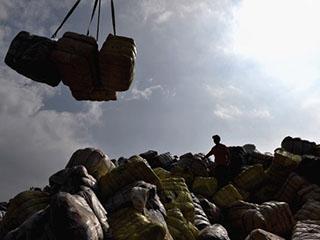 英媒:中国禁进口洋垃圾为世界回收业敲警钟