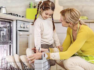 用洗碗机代替手洗 这钱到底花的值不值?