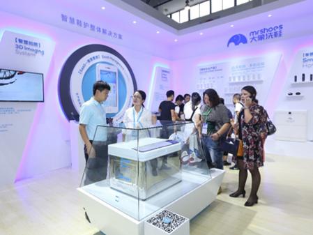 海尔洗染展发布全球首个物联网洗鞋机!