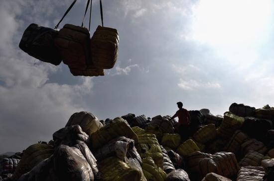 """中国禁进口""""洋垃圾""""为世界回收业敲警钟"""