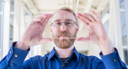窗户也能吸收太阳能:科学家研发透明太阳能材料