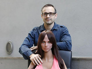 性爱机器人制造者:不久人类可与机器人结婚