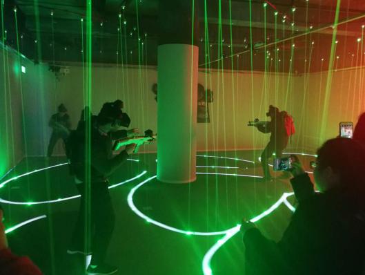 国美马甸鹏润店中的VR体验区