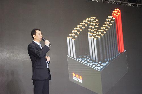 红顶奖组委会负责人吕盛华公布新版红顶奖奖杯
