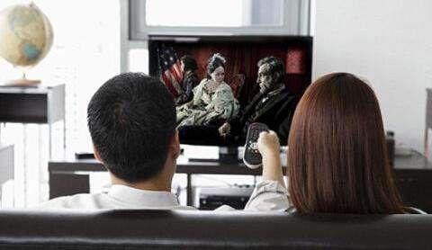 性价比高功能多 时尚白领双12必购电视