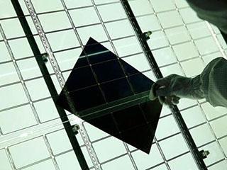 全球首条超大 液晶面板生产线提前投产