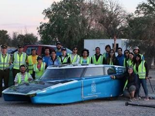 智利双人太阳能车用时八天穿越半个国家