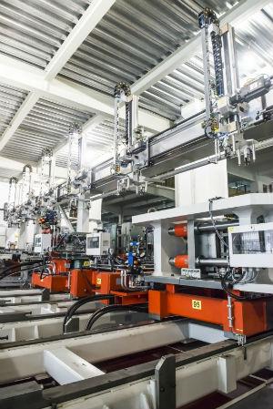 2016年 格兰仕定制全球第一条电蒸炉腔体自动化装配线