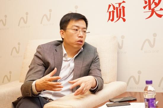 华帝副总裁何伟坚接受采访