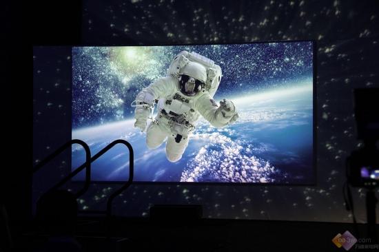 CES直击:海信发布激光电视+ULED组合,抢占未来客厅