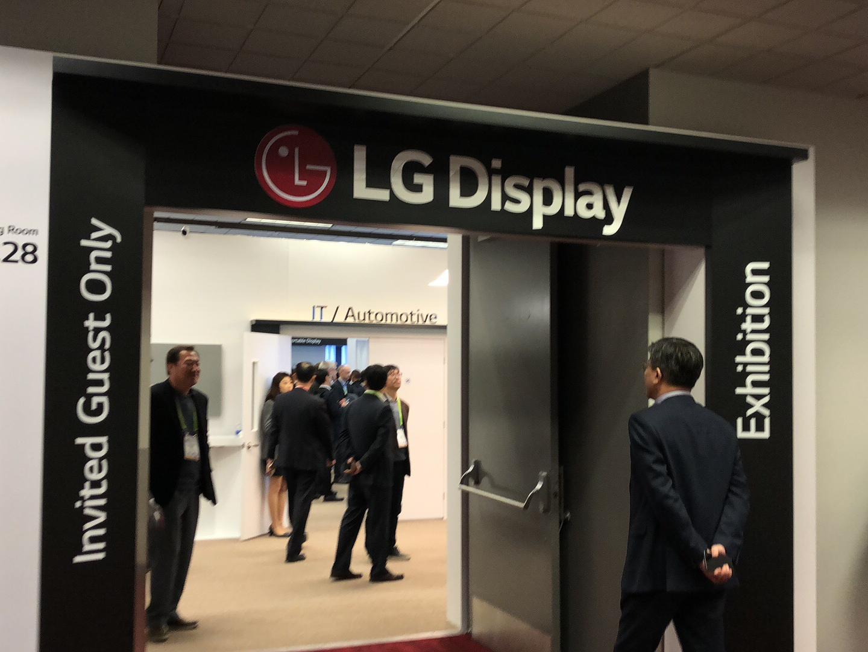 可卷曲电视终出现 LGD在CES展示震撼科技