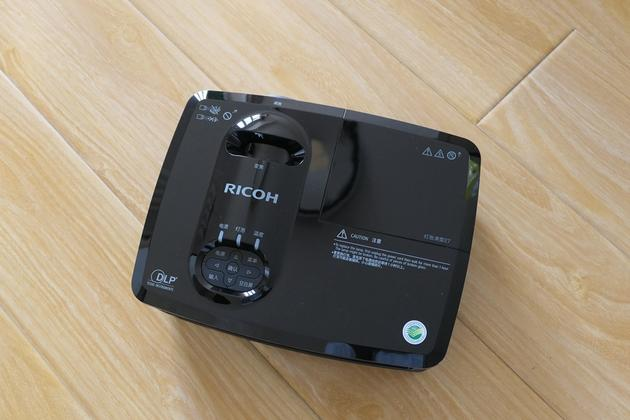 理光家用投影机PJHD900:家里也能愉快看大片