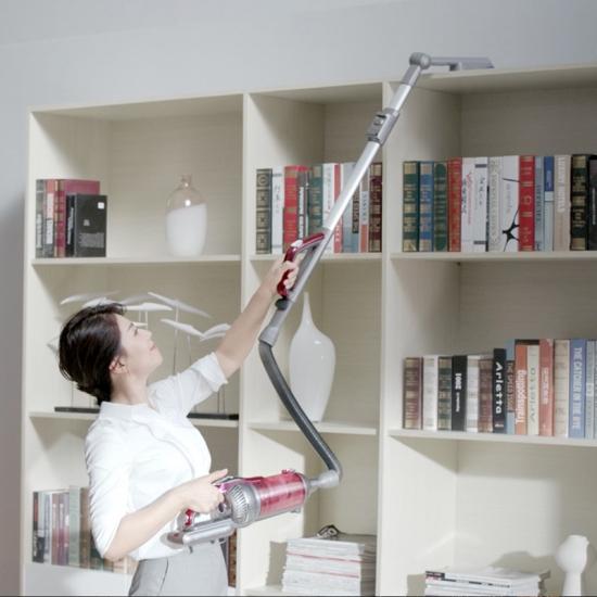 在打扫家务上,会持家的人越来越倚靠更多的智能产品