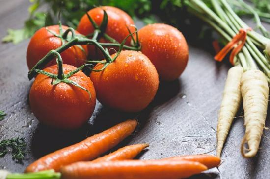 各种蔬菜保鲜小窍门 别再一股脑儿全扔进冰箱了