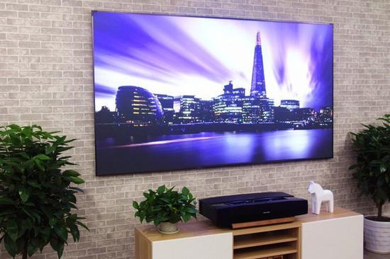 激光电视的百吋大屏既是优势也是劣势