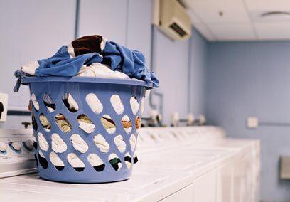 洗衣服时不小心把纸巾洗了?一招轻松去纸屑