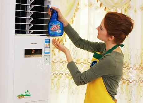 又到清洗空调时 就是要这样清洗才好