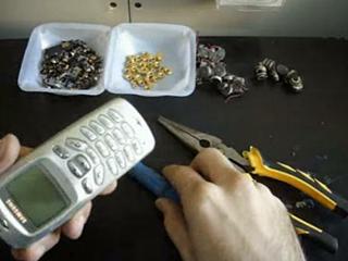 你知道旧手机回收后怎么处理吗?有人因此发了财
