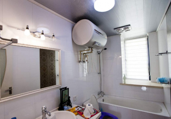 天气寒冷这个时候很多的家庭就会选择安装热水器