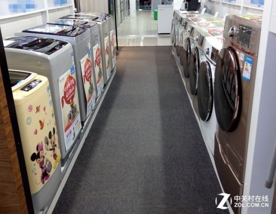 卖场中在售的滚筒、波轮<a href=http://www.qhea.com/xiyiji/ target=_blank class=infotextkey>洗衣机</a>产品