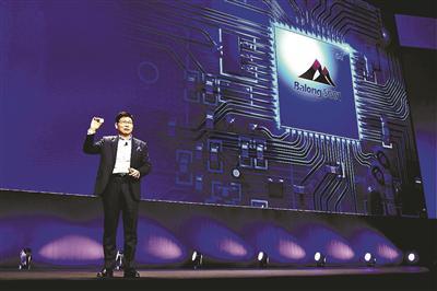 华为在世界移动通信大会上发布5G商用芯片 供图/视觉中国