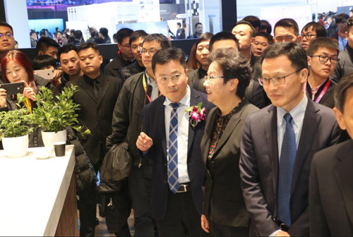 姜风与海尔集团执行总裁梁海山巡展
