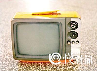 ▲12吋的进口黑白电视
