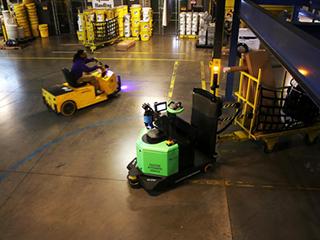 紧跟亚马逊 美国快递物流纷纷布局机器人
