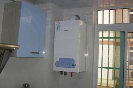 家里装燃气热水器好还是电热水器?