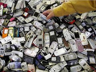 电路板=金项链? 我们的废旧手机都去哪了?