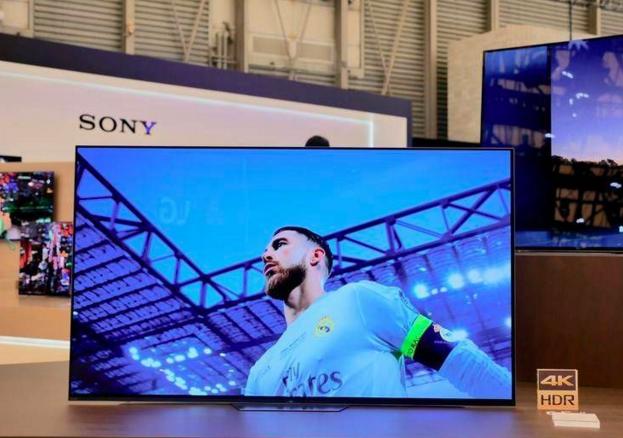 索尼OLED电视A8F是房间中的一件艺术品