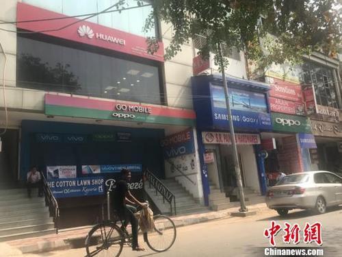 印度人钟爱中国手机橙绿蓝红各领风骚(图)