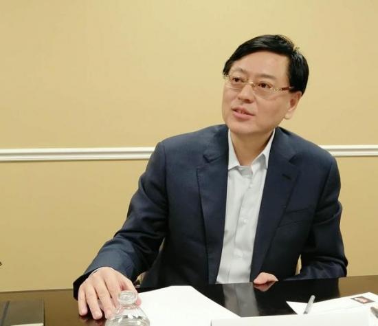 杨元庆接受新浪科技采访