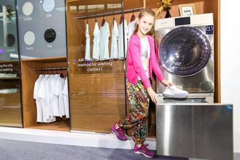 海尔全球首创立体喷淋洗鞋机