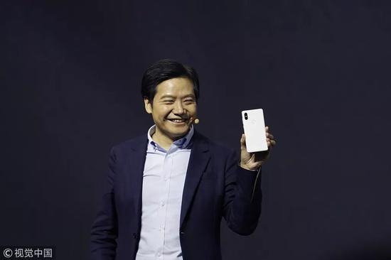 小米公司CEO雷军在MIX 2S发布会现场 / 视觉中国