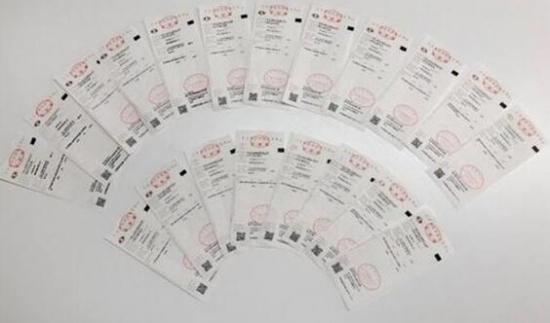 张先生在国美购买的家装+家电套餐,共计26张发票总价值近40万元