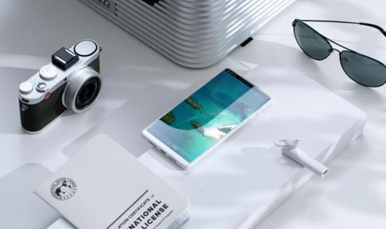 锤子发布次世代旗舰手机坚果R1 售价3499元起