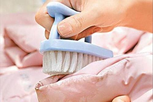 生活常识:羽绒服可以用洗衣机洗吗?