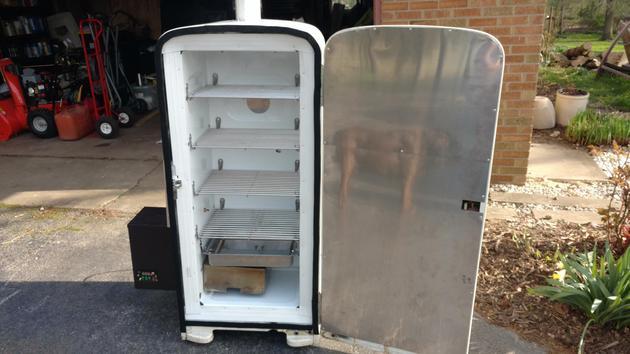 50年代的冰箱硬生生被老外改成了烤箱