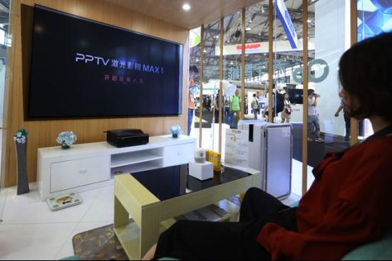 (图:小Biu音箱可以和PPTV电视连接,消费者用声音即可控制)